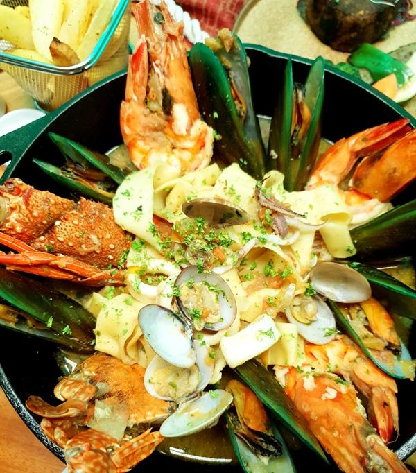 Akrotiri Modern Eurasian Cuisine Sea food Tagliatelle